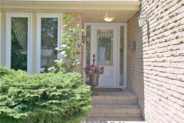Detached at 12 Eagle Point Rd, Toronto, Ontario. Image 12
