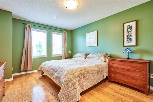 Condo Townhouse at 1109 Ormond Dr, Unit 82, Oshawa, Ontario. Image 3