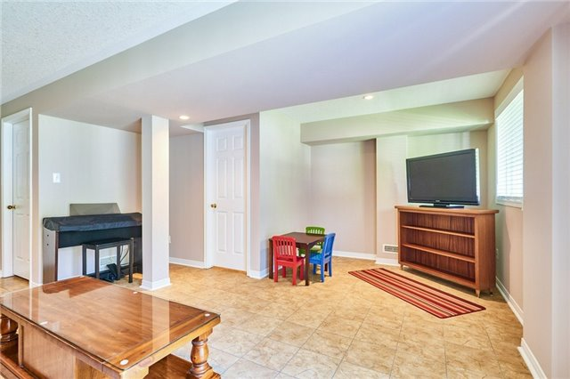 Condo Townhouse at 1109 Ormond Dr, Unit 82, Oshawa, Ontario. Image 9