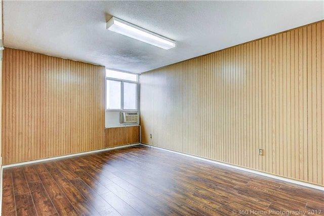 Condo Apartment at 2550 Pharmacy Ave, Unit 1214, Toronto, Ontario. Image 17