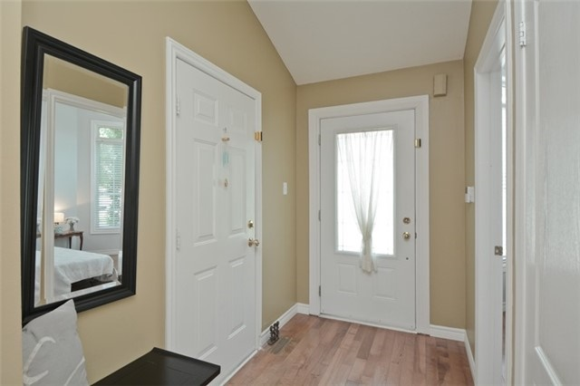 Detached at 27 Cody Ave, Whitby, Ontario. Image 13