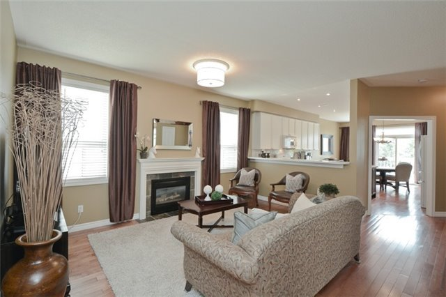 Detached at 27 Cody Ave, Whitby, Ontario. Image 14