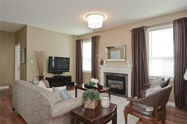 Detached at 27 Cody Ave, Whitby, Ontario. Image 15
