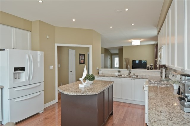 Detached at 27 Cody Ave, Whitby, Ontario. Image 16