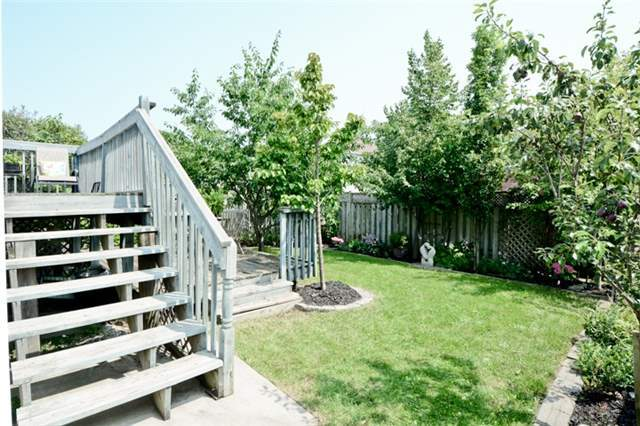 Detached at 27 Cody Ave, Whitby, Ontario. Image 9