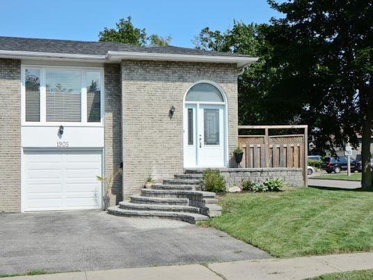 Semi-detached at 1905 Rosefield Rd, Pickering, Ontario. Image 1