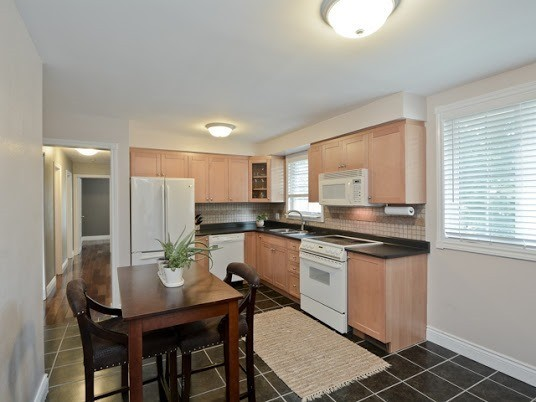 Semi-detached at 1905 Rosefield Rd, Pickering, Ontario. Image 15