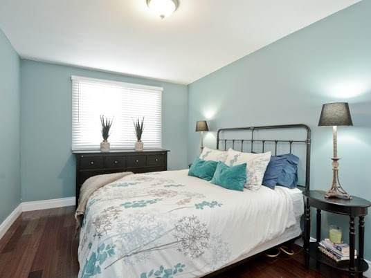 Semi-detached at 1905 Rosefield Rd, Pickering, Ontario. Image 2