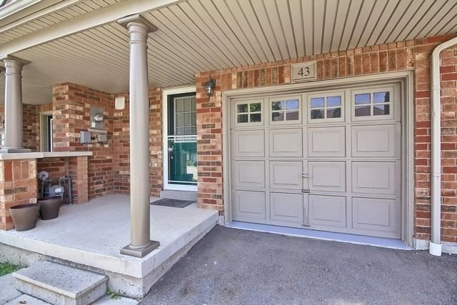 Townhouse at 43 Shasta Cres, Whitby, Ontario. Image 12