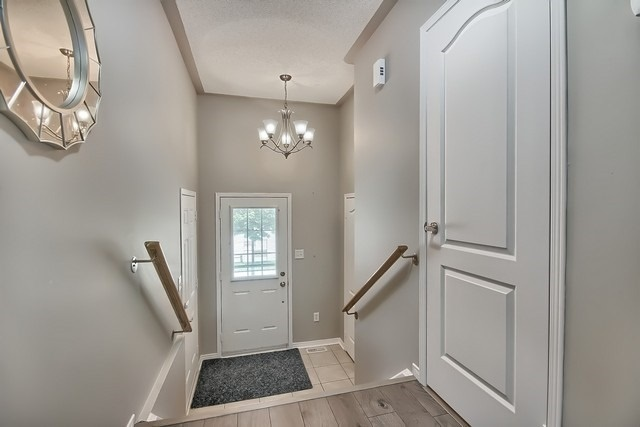 Townhouse at 43 Shasta Cres, Whitby, Ontario. Image 14