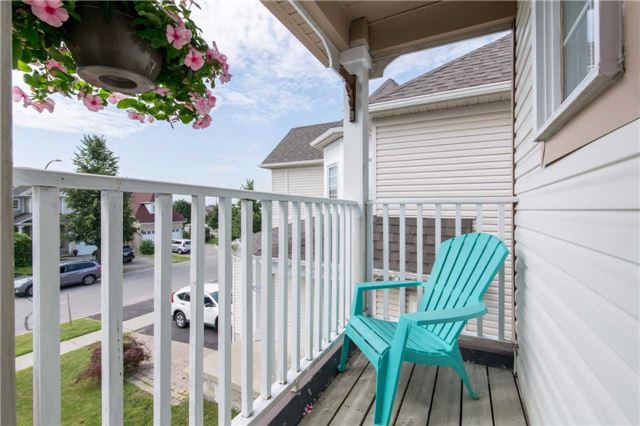 Detached at 49 Sandford Cres, Whitby, Ontario. Image 4