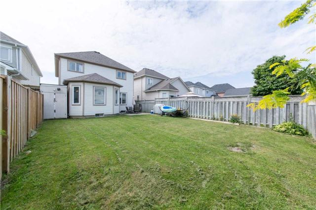 Detached at 49 Sandford Cres, Whitby, Ontario. Image 11