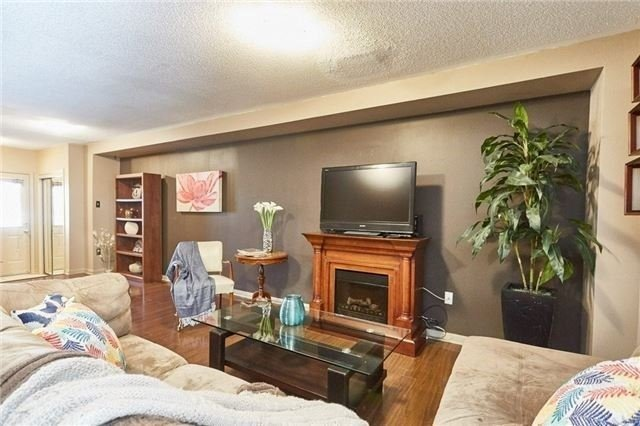 Townhouse at 58 Toscana Dr, Whitby, Ontario. Image 17