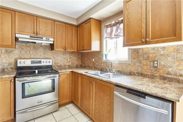 Townhouse at 58 Toscana Dr, Whitby, Ontario. Image 2