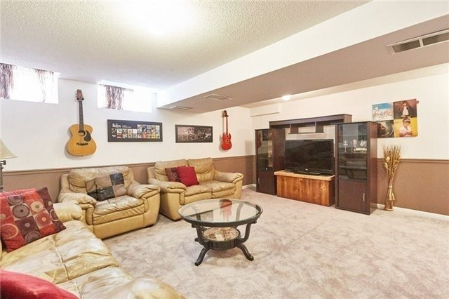 Townhouse at 58 Toscana Dr, Whitby, Ontario. Image 10