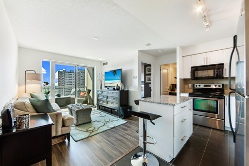 Condo Apartment at 1235 Bayly St, Unit 916, Pickering, Ontario. Image 1