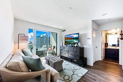 Condo Apartment at 1235 Bayly St, Unit 916, Pickering, Ontario. Image 18