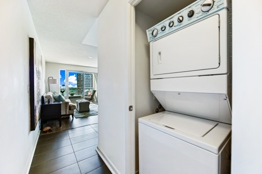 Condo Apartment at 1235 Bayly St, Unit 916, Pickering, Ontario. Image 3