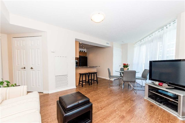 Condo Apartment at 340 Watson St W, Unit 522, Whitby, Ontario. Image 18