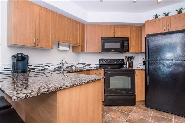 Condo Apartment at 340 Watson St W, Unit 522, Whitby, Ontario. Image 2
