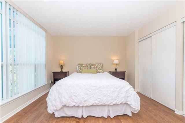 Condo Apartment at 340 Watson St W, Unit 522, Whitby, Ontario. Image 5