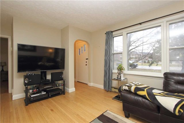 Detached at 4810 Baldwin St, Whitby, Ontario. Image 12