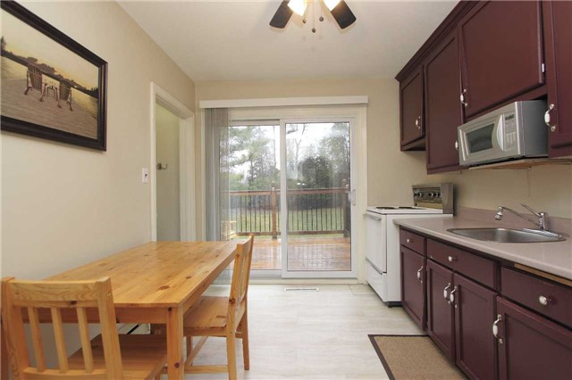 Detached at 4810 Baldwin St, Whitby, Ontario. Image 13