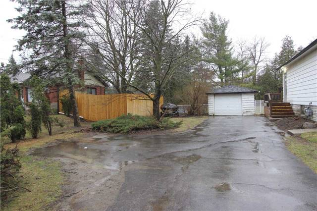 Detached at 4810 Baldwin St, Whitby, Ontario. Image 3