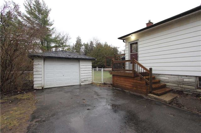 Detached at 4810 Baldwin St, Whitby, Ontario. Image 4