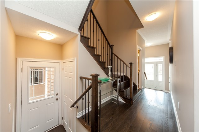 Detached at 18 Moses Cres, Clarington, Ontario. Image 2