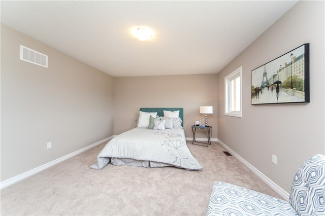 Detached at 18 Moses Cres, Clarington, Ontario. Image 4