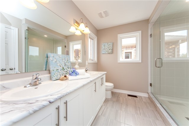 Detached at 18 Moses Cres, Clarington, Ontario. Image 5