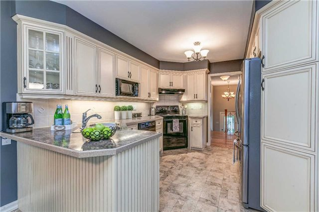 Detached at 13 Bellwood Dr, Whitby, Ontario. Image 2