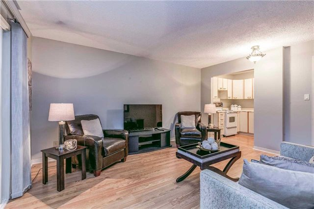 Detached at 13 Bellwood Dr, Whitby, Ontario. Image 4