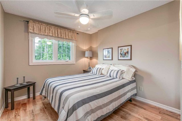 Detached at 13 Bellwood Dr, Whitby, Ontario. Image 6