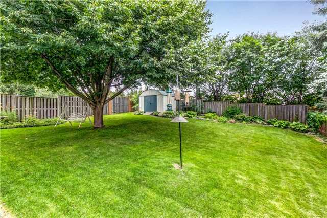 Detached at 13 Bellwood Dr, Whitby, Ontario. Image 13