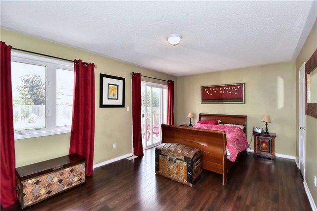 Detached at 14 Treen Cres, Whitby, Ontario. Image 2