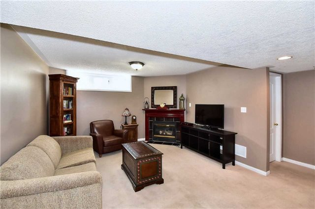 Detached at 14 Treen Cres, Whitby, Ontario. Image 3