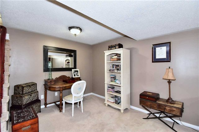 Detached at 14 Treen Cres, Whitby, Ontario. Image 4