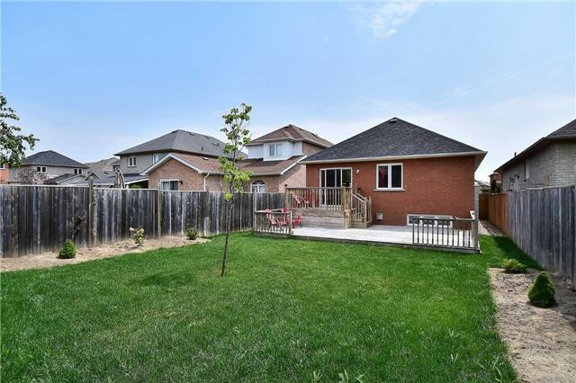 Detached at 14 Treen Cres, Whitby, Ontario. Image 7