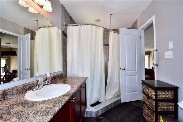 Detached at 14 Treen Cres, Whitby, Ontario. Image 8