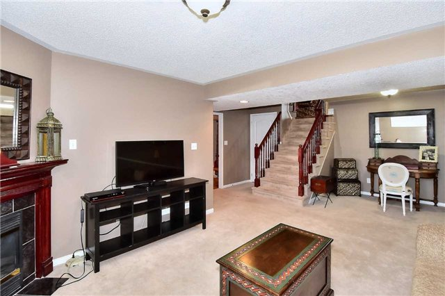 Detached at 14 Treen Cres, Whitby, Ontario. Image 10