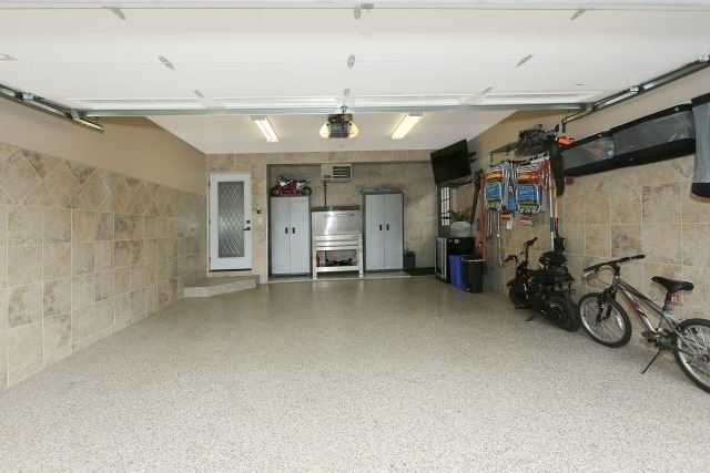 Detached at 574 Rosebank Rd S, Pickering, Ontario. Image 12