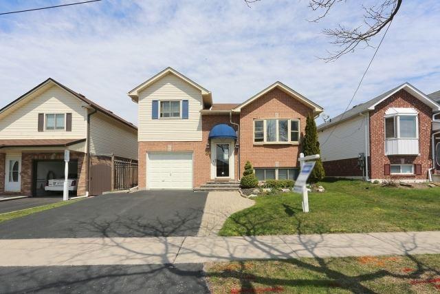 Detached at 788 Beatrice St E, Oshawa, Ontario. Image 1