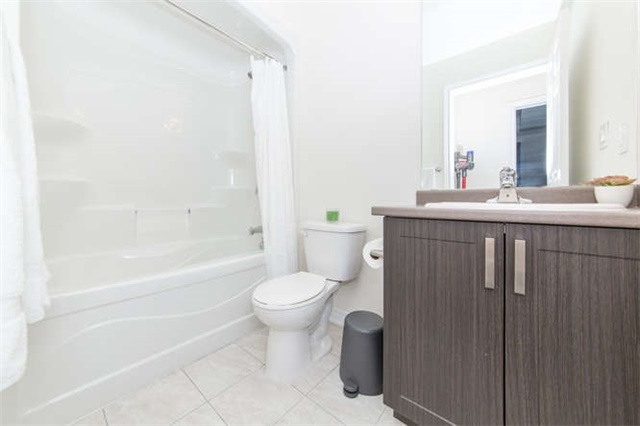 Condo Apartment at 660 Gordon St, Unit 110, Whitby, Ontario. Image 4