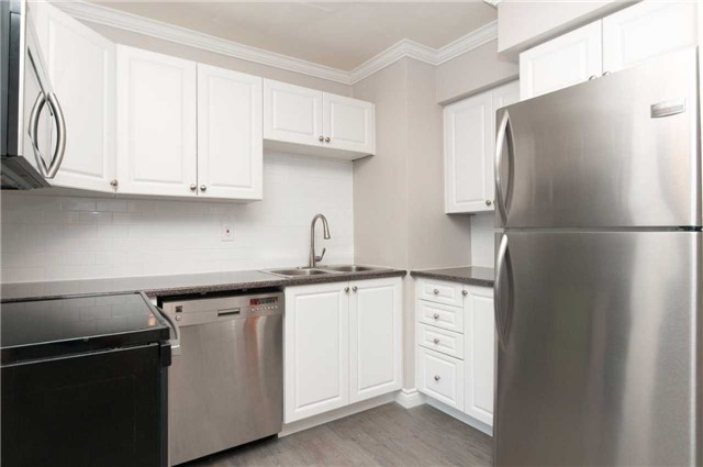 Condo Townhouse at 1010 Glen St, Unit 68, Oshawa, Ontario. Image 7