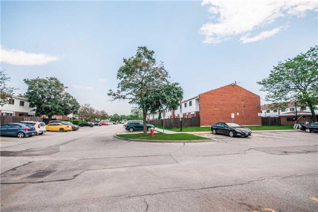 Condo Townhouse at 1010 Glen St, Unit 68, Oshawa, Ontario. Image 6