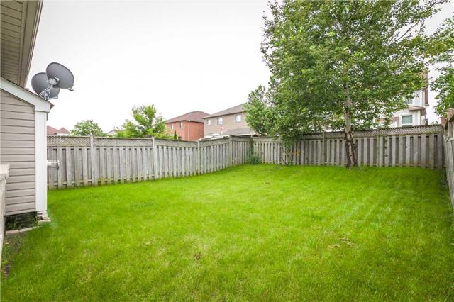Detached at 121 Candlebrook Dr, Whitby, Ontario. Image 10