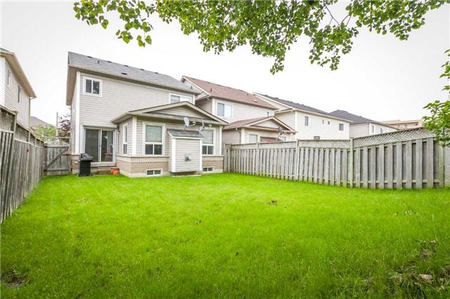 Detached at 121 Candlebrook Dr, Whitby, Ontario. Image 12