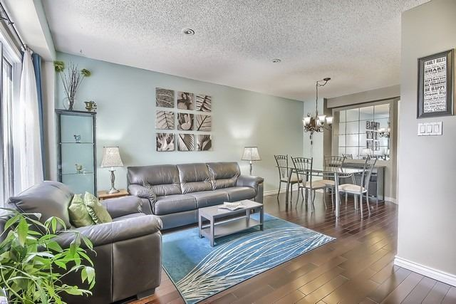 Detached at 14 Melborne Crt, Whitby, Ontario. Image 14